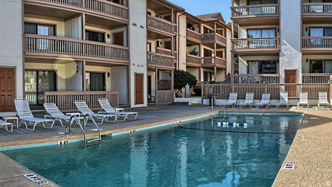 Amenities: Harborside Pool