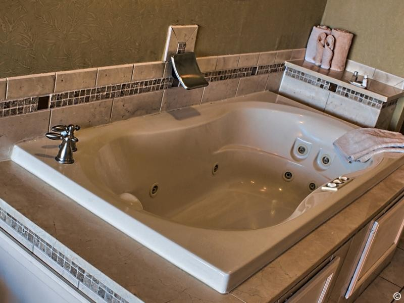 The Best Jacuzzi Suites in Myrtle Beach - Caravelle